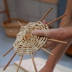 MAKING NATURAL PRODUCTS; ROUND WILLOW BASKET WITH FINGER HANDLES
