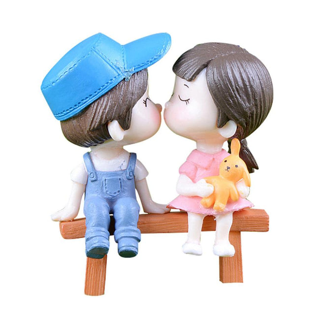 1Pair Sweety Lovers Couple On Chair Figurines Miniature Craft Fairy Garden Gnome Moss Terrarium Gift DIY Ornament Garden Decor