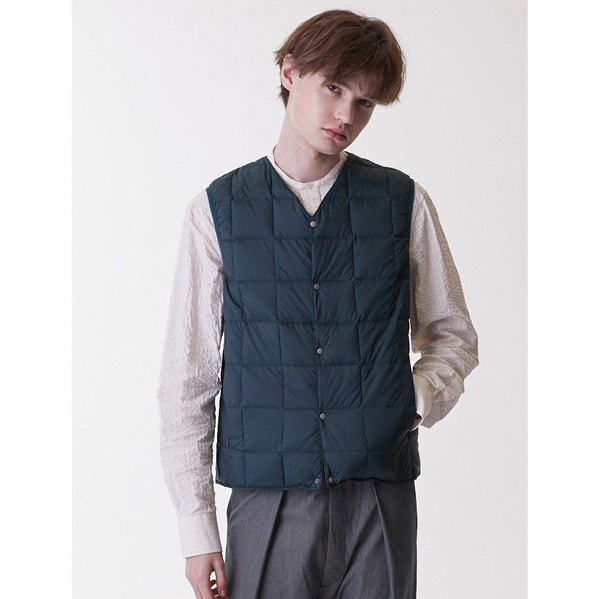 White Smoke V Neck Button Down Vest // Navy Vestes Taion