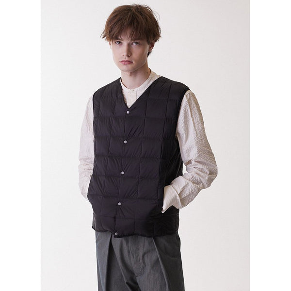 White Smoke V Neck Button Down Vest // Black Vestes Taion