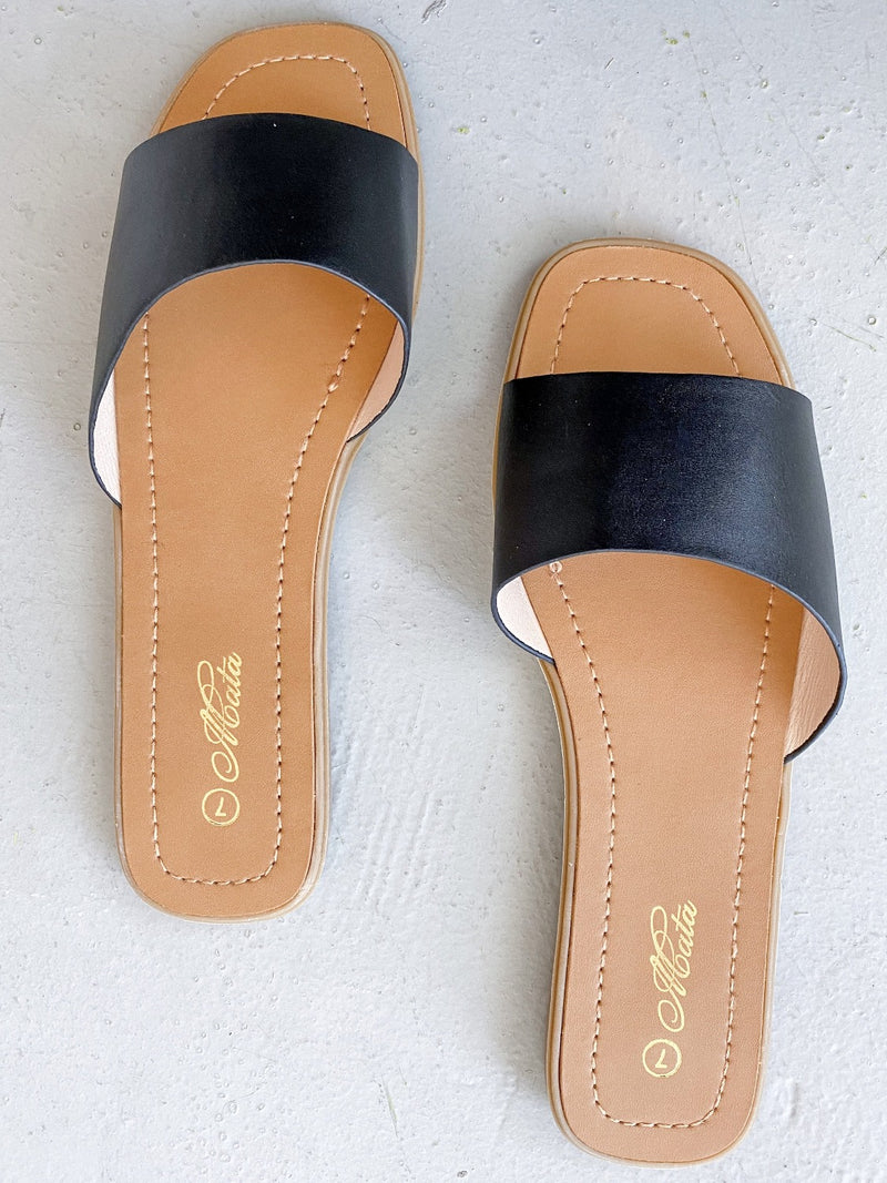 Mattie Beachie Slide - Black - Pineapple Lain Boutique