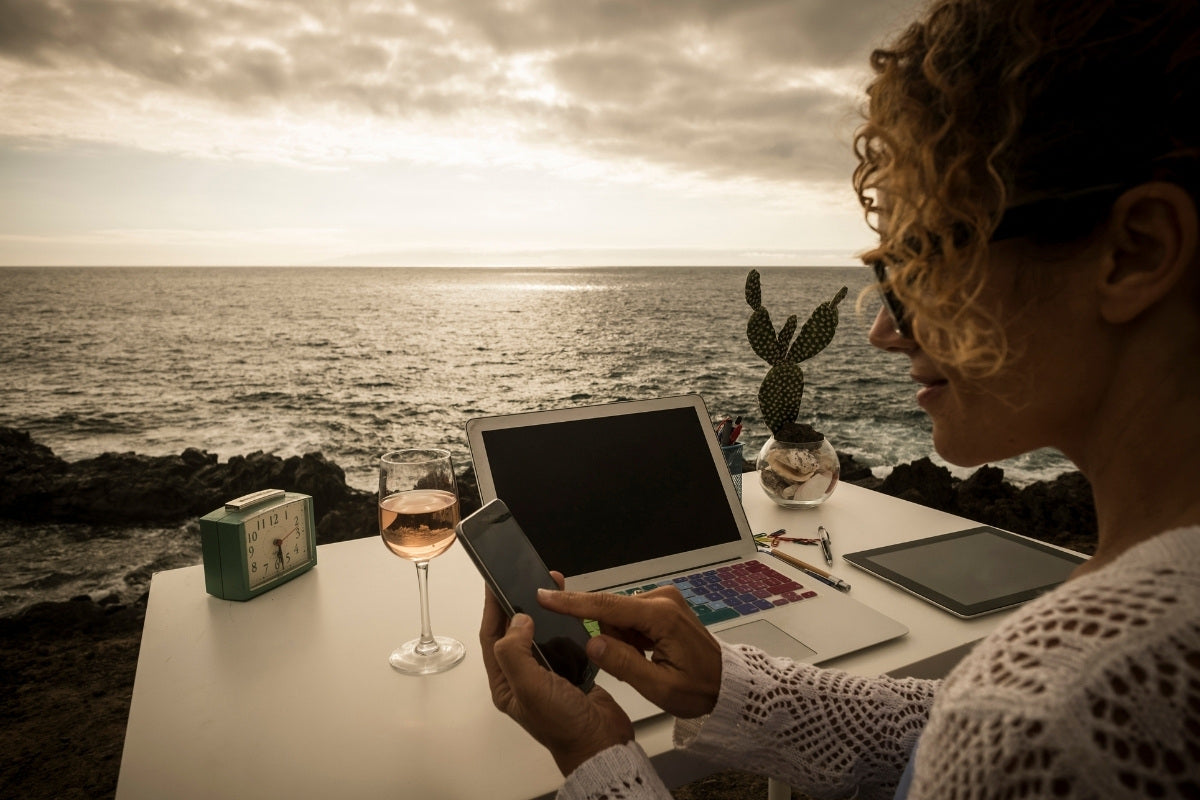 The Pros of Being a Digital Nomad   Nomad Internet