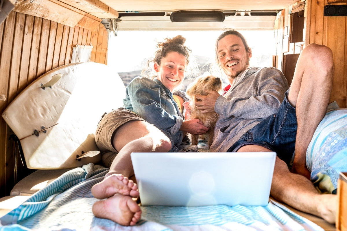 Digital Nomad Pros And Cons   Nomad Internet