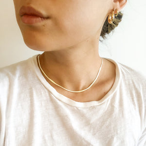 THIN CURVE CHAIN NECKLACE