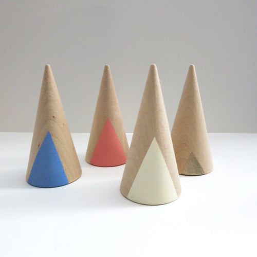 DOUBLE SIDED TRIANGLE WOODEN RING CONES