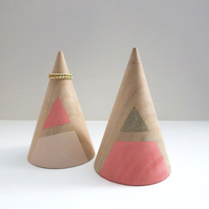 JUMBO SLANTED TRIANGLE RING CONES