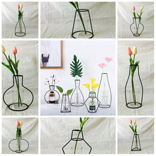 Load image into Gallery viewer, Abstract Black Lines Iron Flower Vase