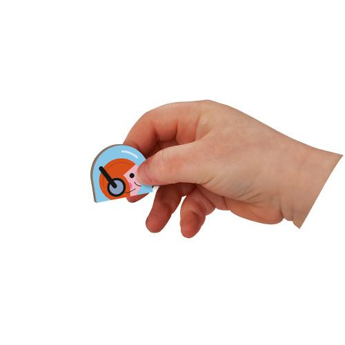 child holding magnet for size