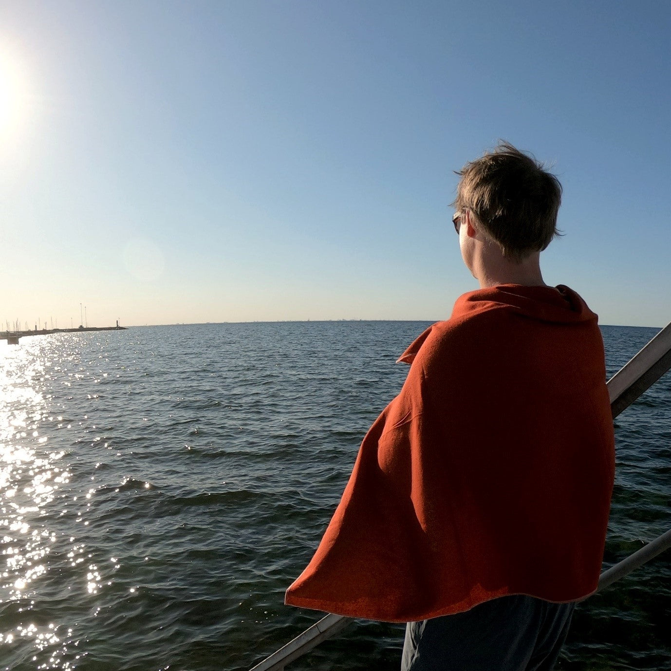 Man with Raw Silk Travel Towel Looking at the Sea, Chili Oil, Travel Outdoors | SHIN JARDBO