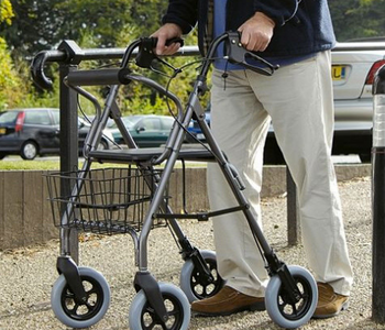 How to Choose Between Walker and Rollator