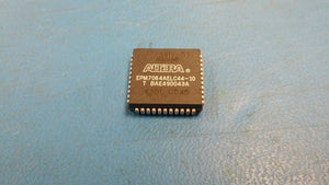 (1 PC) EPM7064AELC44-10 ALTERA IC CPLD 64MC 10NS 44PLCC