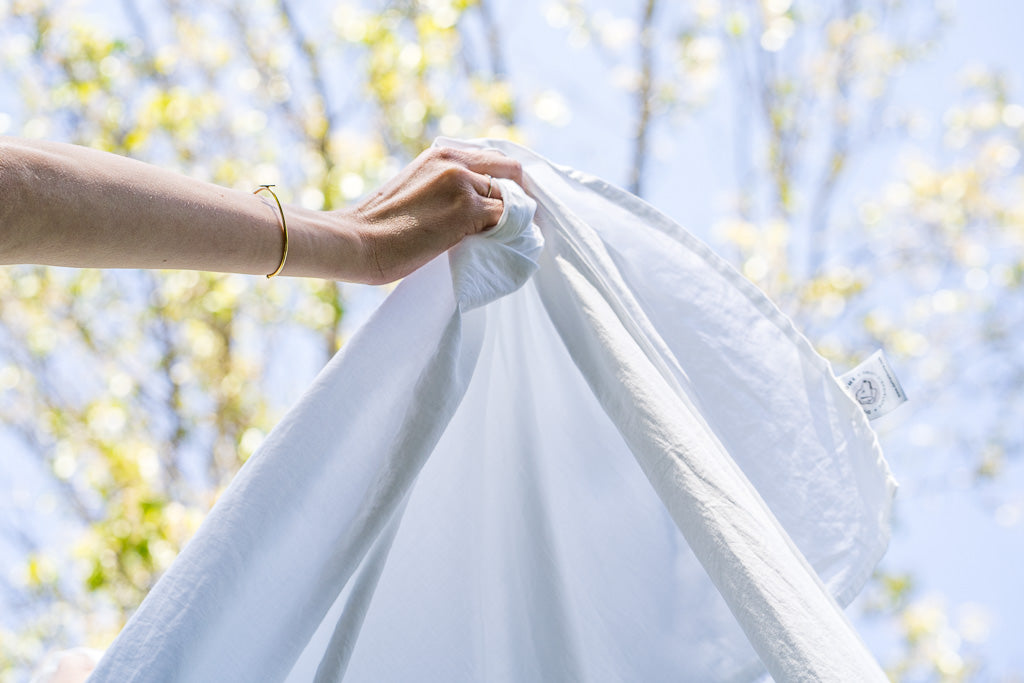 how to wash white sheets