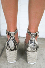 Load image into Gallery viewer, Snakeskin Platform Espadrille Sandals