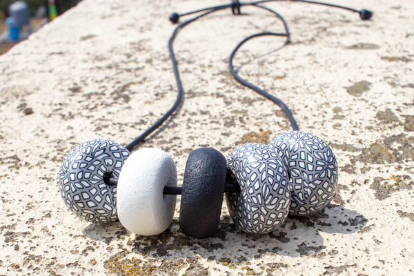 Rondelle - Grey/ White/ Black One Pattern 5 beads - MuniMuni