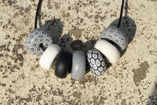 Rondelle - Black/ White/ Grey 7 beads - MuniMuni