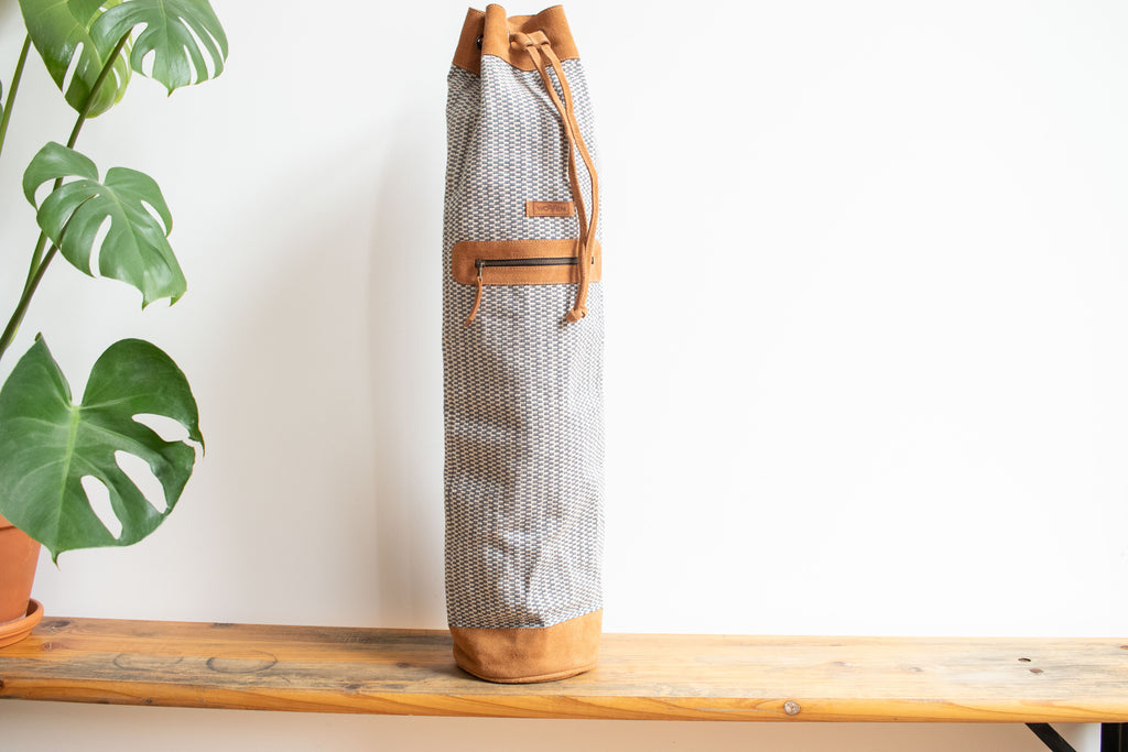 MUNIMUNI Aasha Top Yoga Mat Bag by Woven - Light blue-grey/ White Finer Pattern - MuniMuni