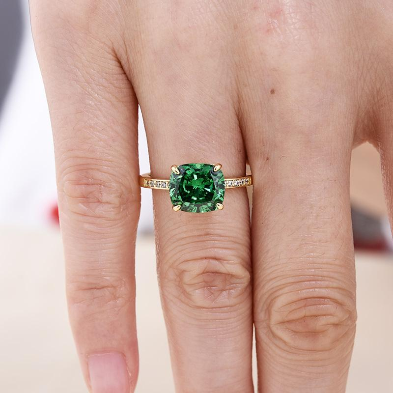 3.0 Carat Luxurious Emerald Green Cushion Cut Engagement Ring In Sterling Silver