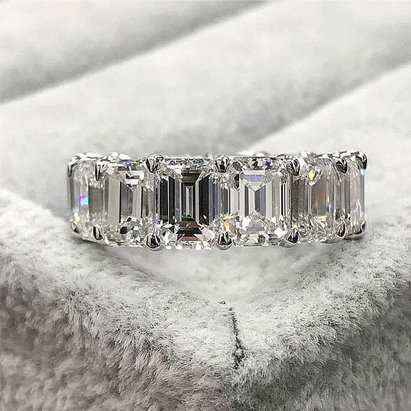Hellojewelr 4.0 Carat Emerald Cut Wedding Band