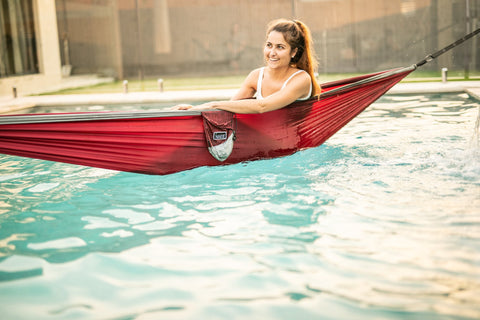 Load image into Gallery viewer, Merlot Red - Recycled Double Hammock with Straps - Nakie