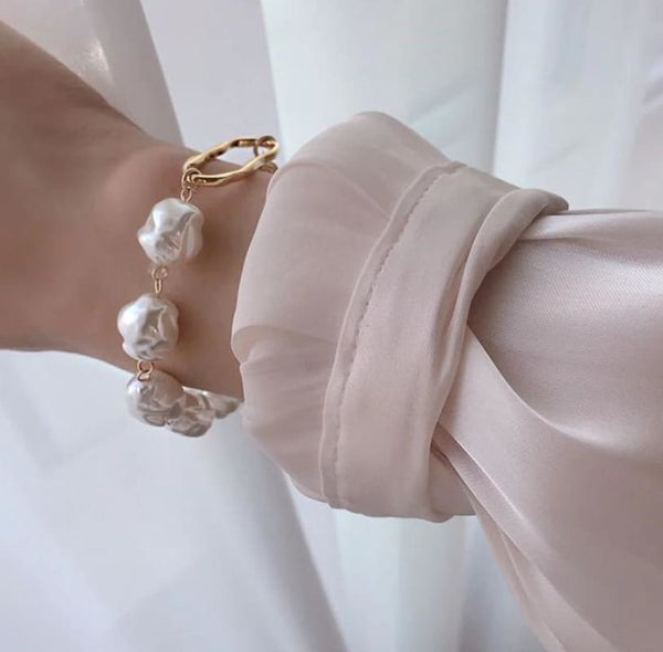 Boutique Fashion Chunky Faux Pearls Statement Bracelet | women's bracelet