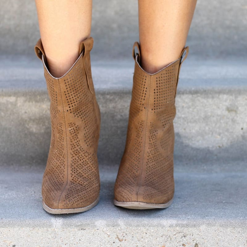 Matisse Backroad Ankle Boot in Tan | Boots