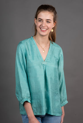 New V neck top with gathered cuff sleeve
