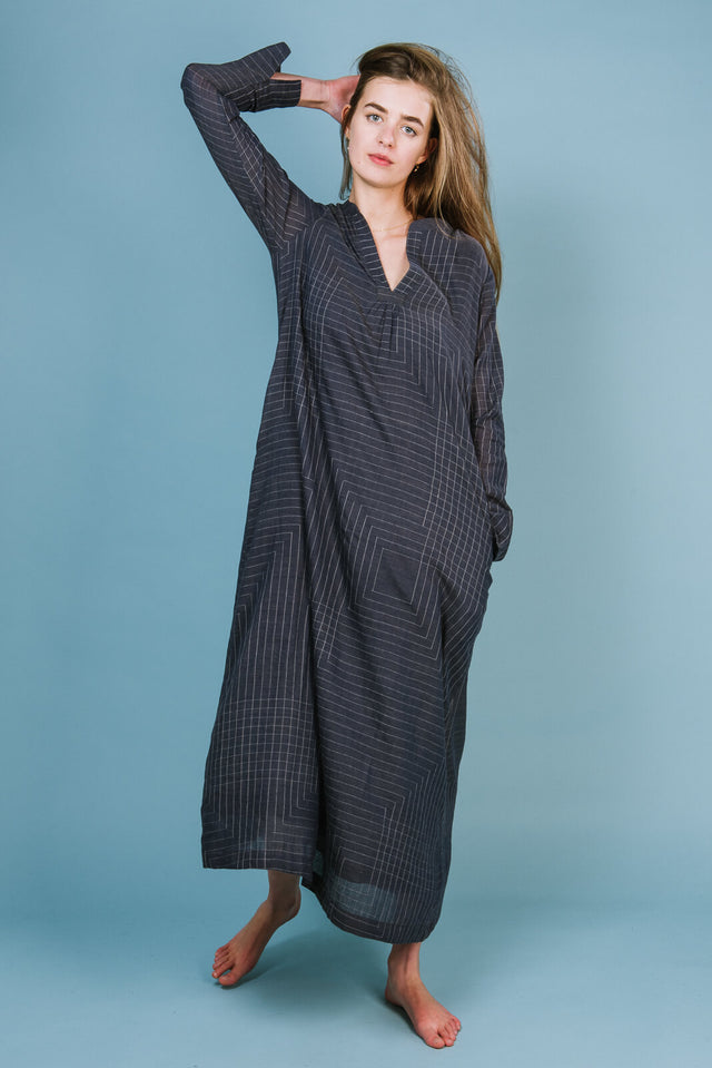 ONE REMAINING! CLASSIC V NECK DRESS IN GREY ABSTRACT LINES