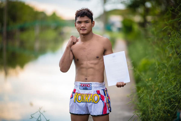YOKKAO Signs 17-year-old Boxing Champion Sangarthit Looksaikongdin