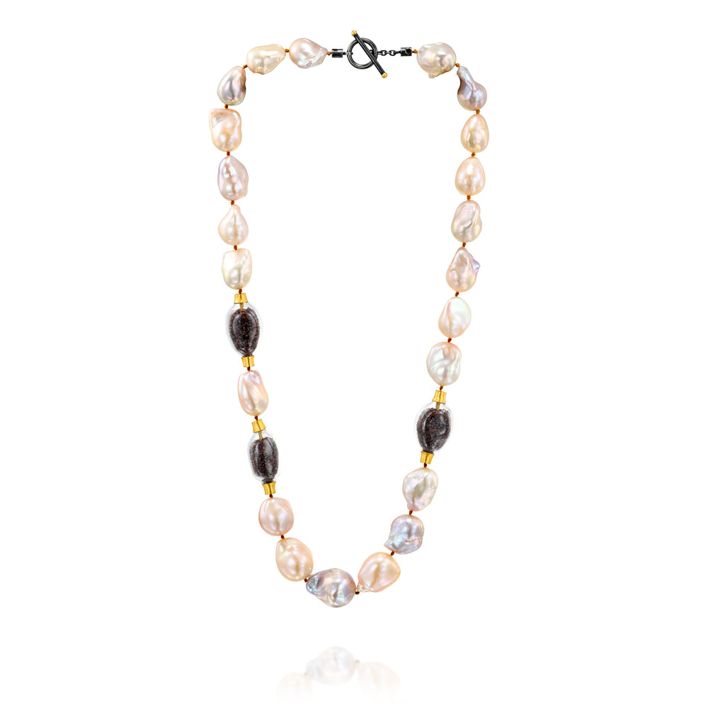 BELLA PEARLS GARNET NECKLACE