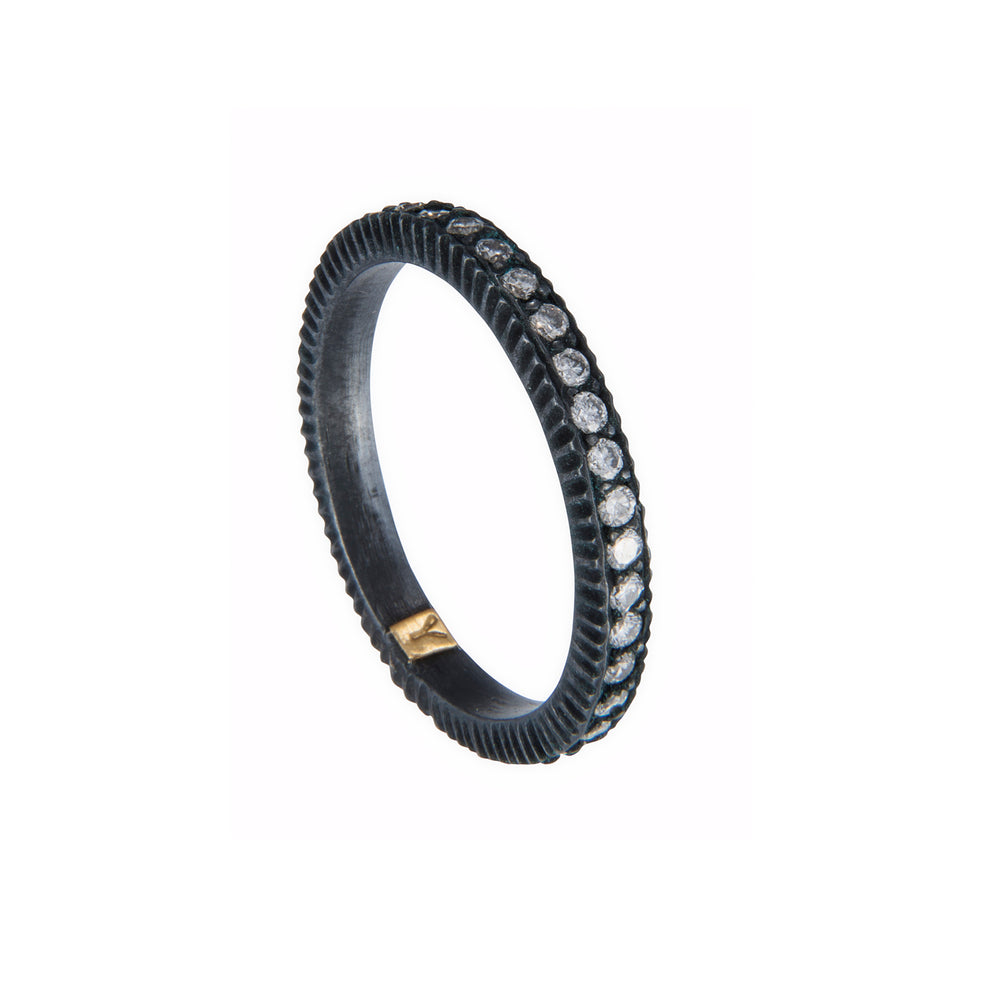 OXIDIZED GILVER PAVÉ DIAMOND LILAH BAND RING