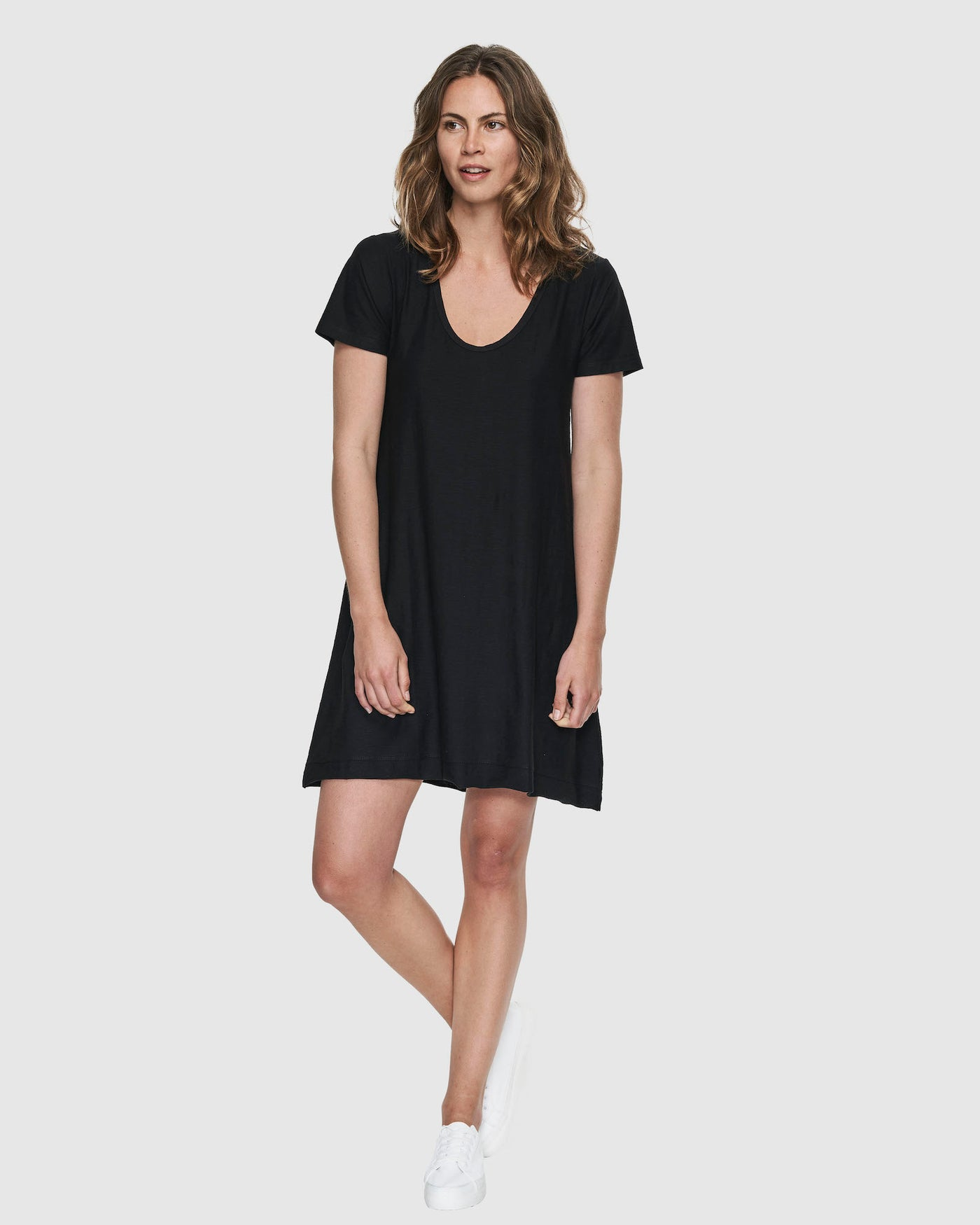 Slub Scoop V Dress | Black