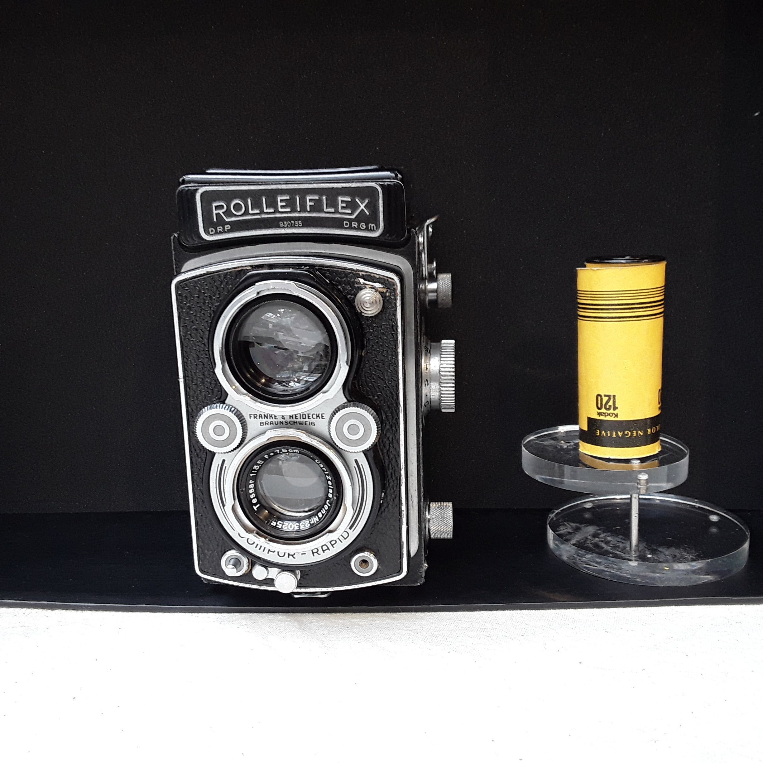 Rolleiflex, 120 Roll Film,  Medium Format, TLR  camera