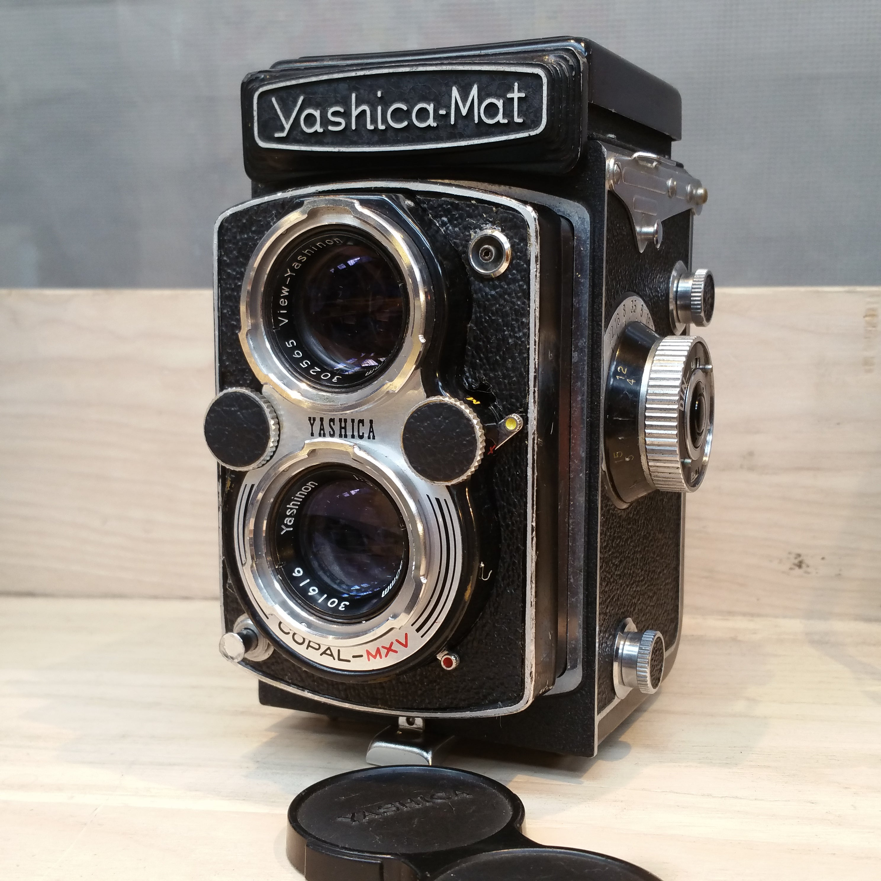 Yashica MAT 6x6 TLR MT2020564