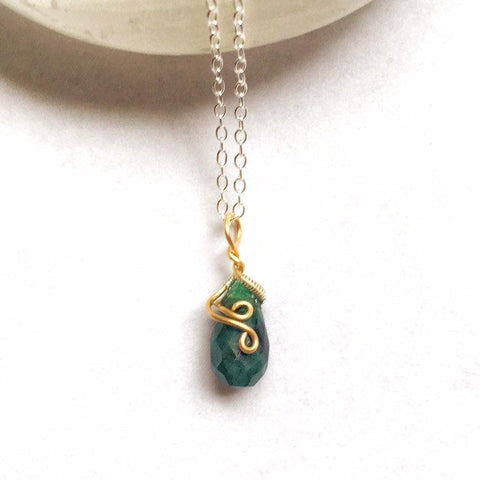Raw Emerald Charm Necklace - 14K Gold May Birthstone Jewelry - designsbynaturegems