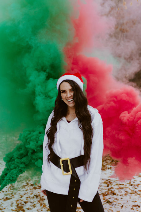 Ideas for a Christmas Photoshoot With Smoke Bombs