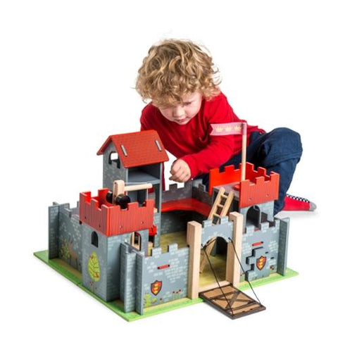 Le Toy Van Camelot Castle Red