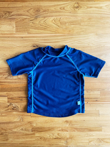 I Play By Green Sprouts Short Sleeve Rashguard Shirt | 12-18m