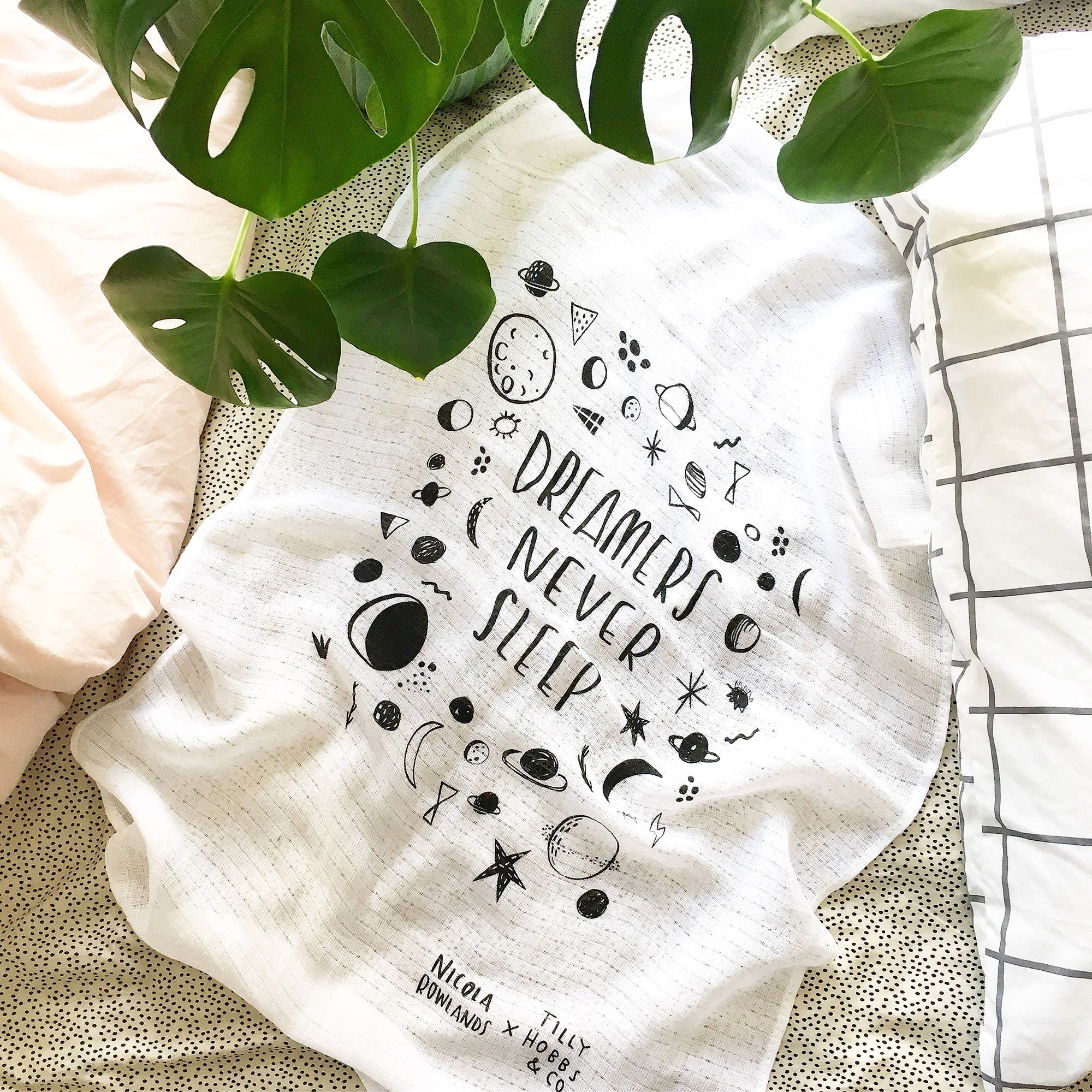 DREAMERS NEVER SLEEP baby muslin