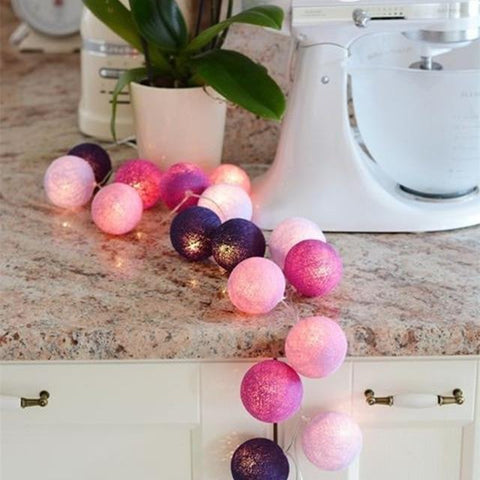 Guirlande lumineuse <br> boules violettes