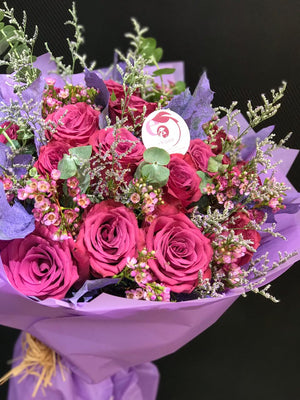 Load image into Gallery viewer, romance in box, valentines day, love ,love gifts, gift for love, lovers , special gift , rose , roses , roses in box ,fresh roses, online flower delivery , online flowers, online roses,bouquets ,flower bouquets,bridal bouquet