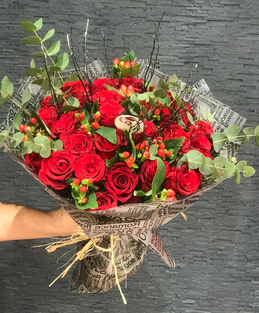 romance in box, valentines day, love ,love gifts, gift for love, lovers , special gift , rose , roses , roses in box ,fresh roses, online flower delivery , online flowers, online roses,bouquets ,flower bouquets,bridal bouquet