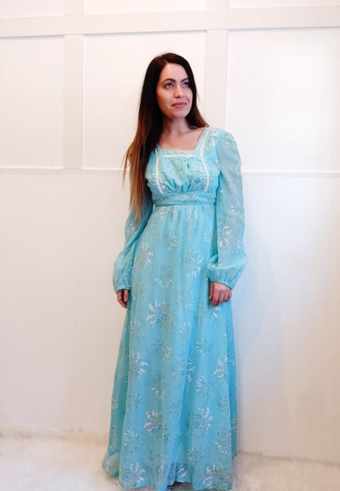 Light and Airy Vintage Gown - Wanderer Traveling Boutique