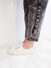 Load image into Gallery viewer, 'Arlie' Acid Wash Jeans - Wanderer Traveling Boutique