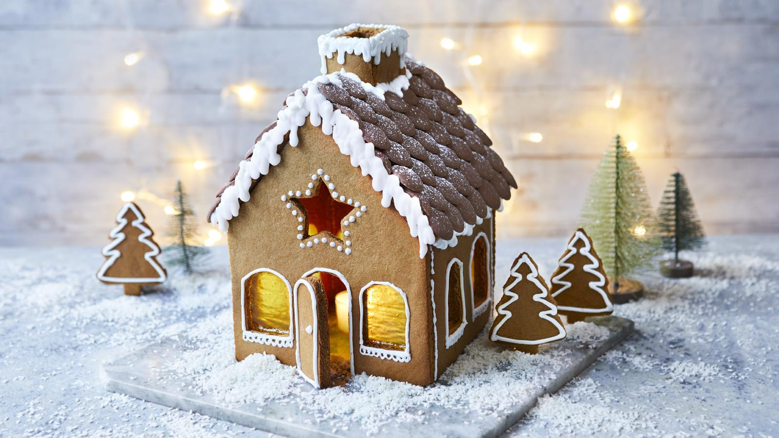 OUR FAVOURITE GINGERBREAD HOUSE RECIPE