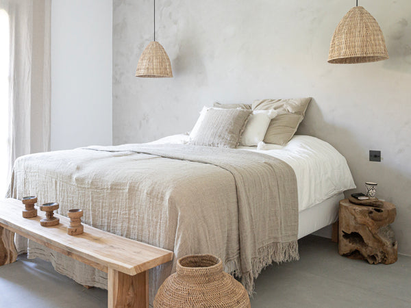 Spice Up Your Bedroom With Cozy Natural Decor