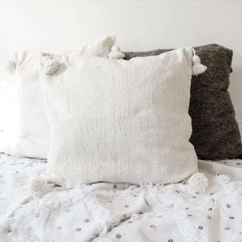 White PomPom cushion cover, 45x45cm