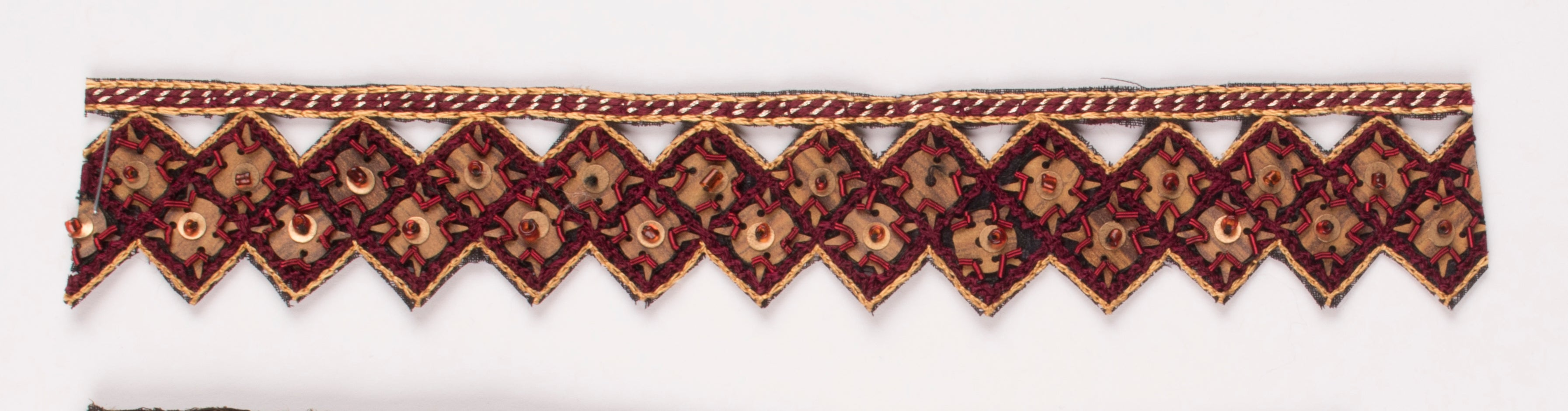 Triangular Handcrafted Indian Trim with Sequins - Target Trim