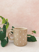 Load image into Gallery viewer, Beige Mug with Flowers