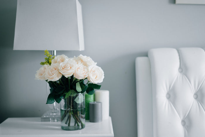 Using White Lamp Shades to Add Elegance to a Room
