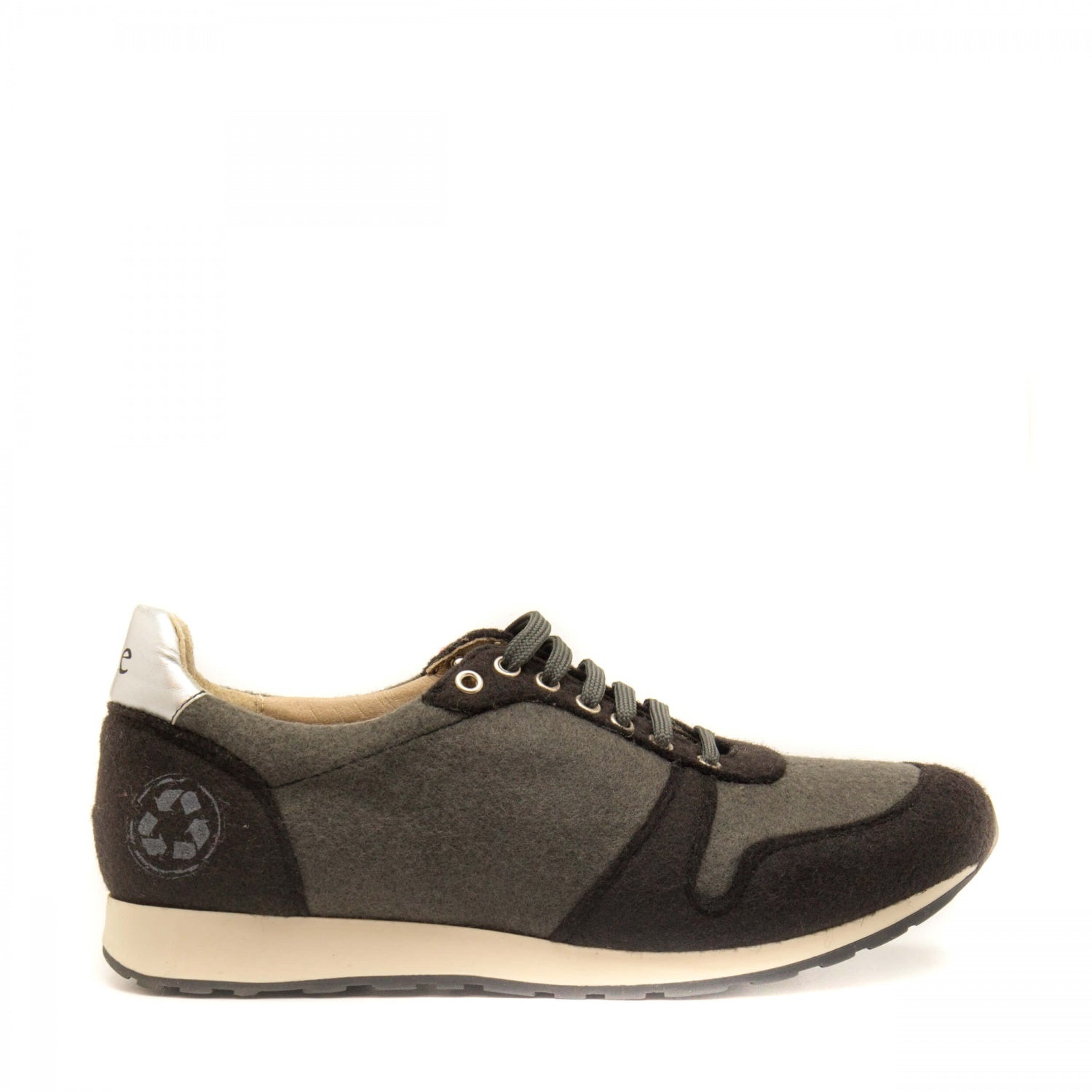 Re-Bottle Black - Unisex Sneakers Made With PET
